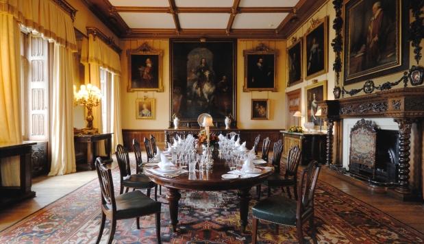 Um passeio pelo castelo de downton abbey apaixonados por for O que significa dining room em portugues