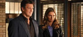 Castle: Nathan Fillion renova contrato. E Beckett?