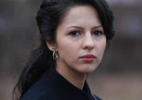 The-Americans-Annet-Mahendru
