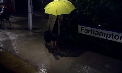 guarda chuva amarelo