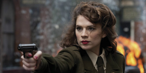 Hayley Atwell como Agent Carter