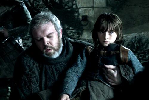 Bran Stark e Hodor em cena em Game of Thrones