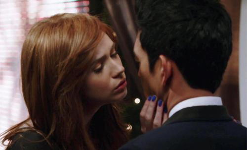 Selfie-1x10-Eliza-Henry