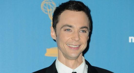 o-ator-jim-parsons-posa-com-seu-emmy-de-melhor-ator-de-comedia-de-2010-no-jw-marriott-em-los-angeles-2982010-1284150691131_615x300
