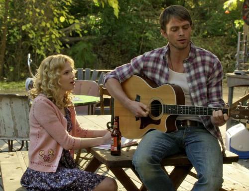 Magnolia e Wade cantando em Hart of Dixie