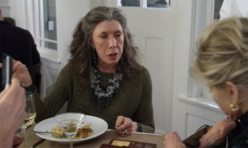 Grace-and-Frankie-1x02-credit-cards