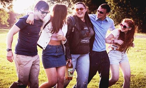 l-r:  Archie (Dan Cohen), Chloe (Jodie Comer), Rae (Sharon Rooney), Chop (Jordan Murphy), Izzy (Ciara Baxendale)