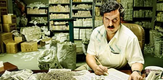 O ator colombiano André Parras como Pablo Escobar