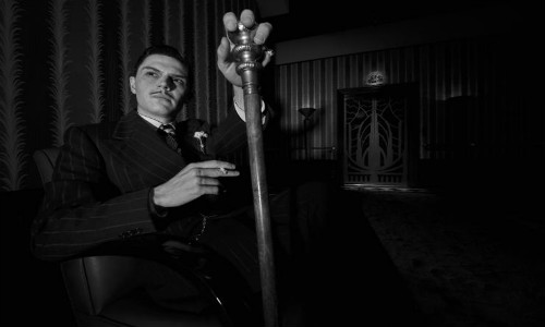 Evan Peters como James March em American Horror Story: Hotel