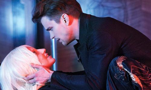 Lady Gagag e Matt Bomer em American Horror Story: Hotel